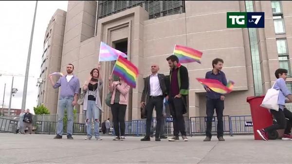 Istanbul, vietato e poi disperso con idranti e pallottole di gomma corteo del Gay Pride