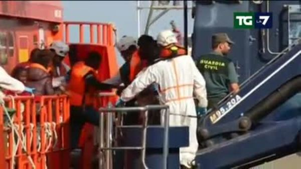 Migranti, cambiano le rotte verso la Spagna. Tensione in Francia