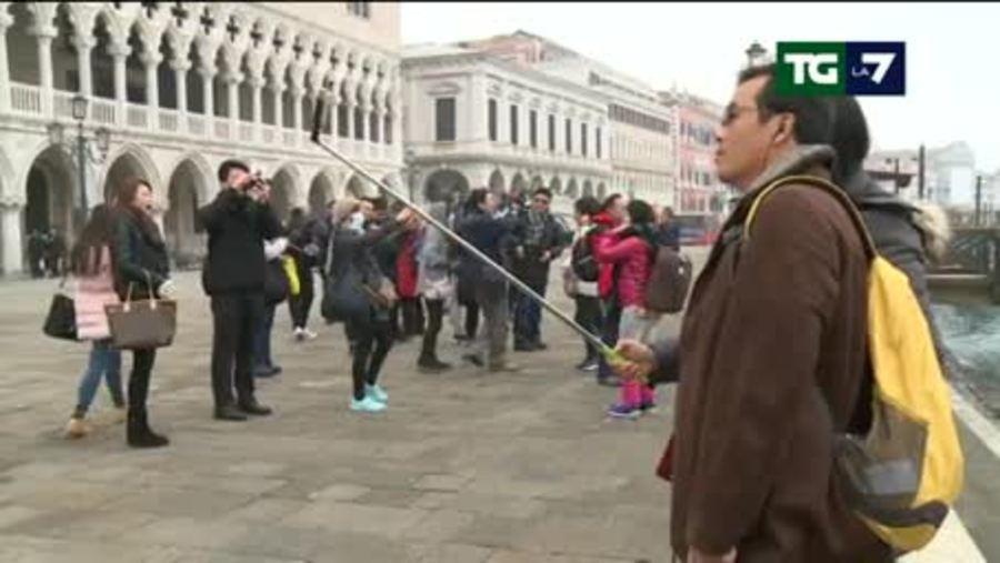 Turisti giornalieri a Venezia: pagheranno un ticket sino a 10 euro ...